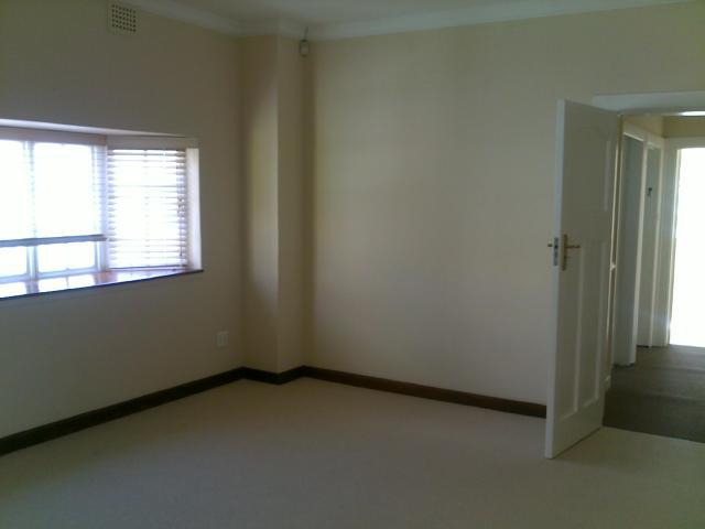 Property For Sale in Rondebosch, Cape Town 16